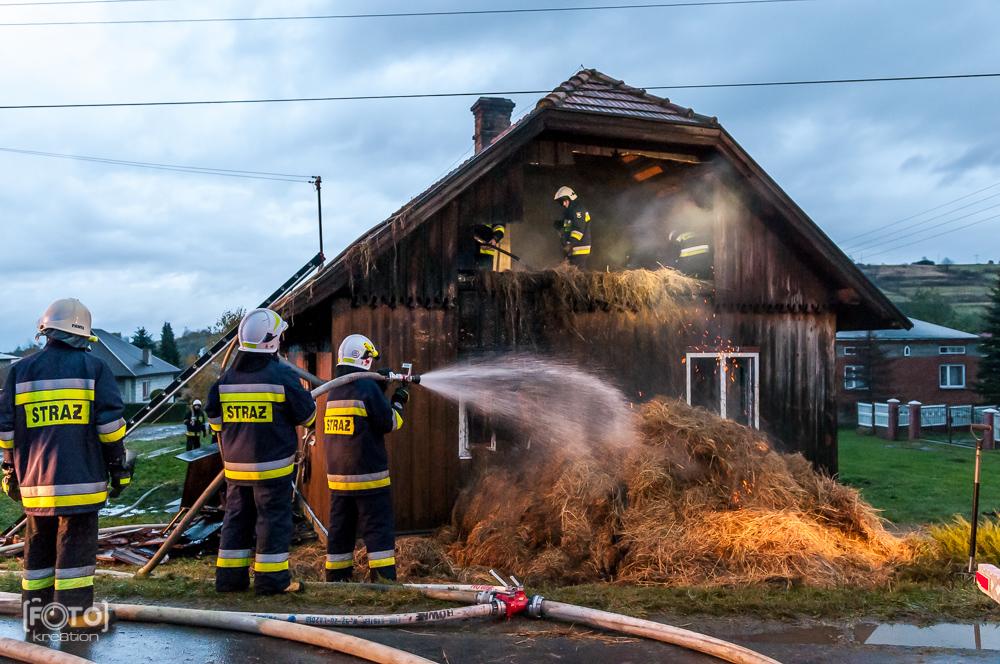 Zdjęcia reporterskie z akcji strażaków (pożar Podkarpacie)